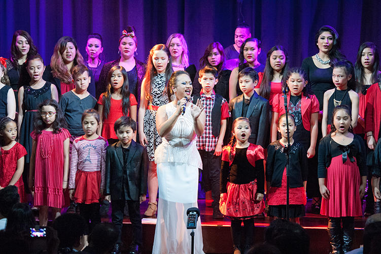 Tina Bangel singing with One Voice Students (current and pass)